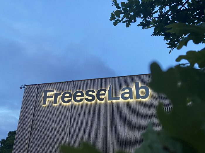 Freese Lab 3D Logo Leuchtbuchstaben Lichtwerbung